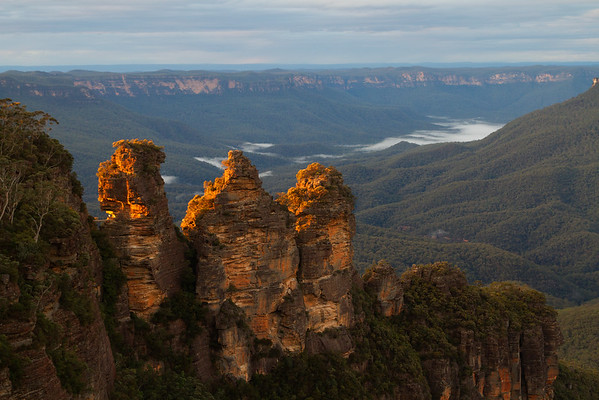 Three Sisters at dawn with the sun glowing of the mountains, Katoomba