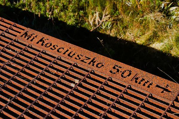 5 Kilometers to Mount Kosciuszko sign